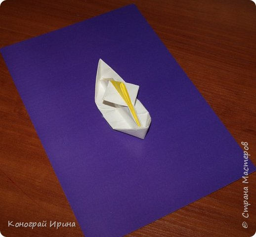 """Материалы: картон цветной (для """"моря""""), бумага цветная двухсторонняя (для """"волн""""), бумага для кораблика, ножницы, клей, фото 4"""