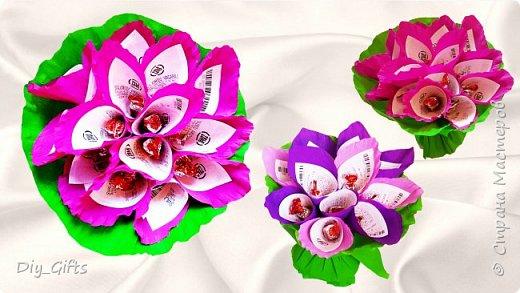 Цветы с конфетами и лотерейными билетами в подарок