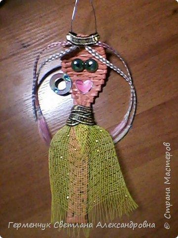 Из плетеной ложки получилась куколка - красавица фото 6