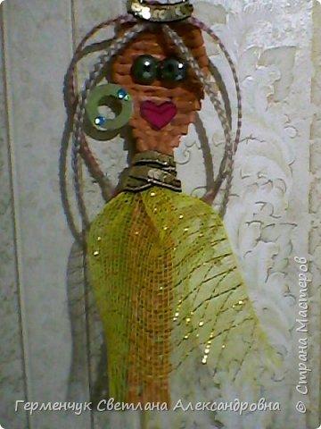 Из плетеной ложки получилась куколка - красавица фото 9