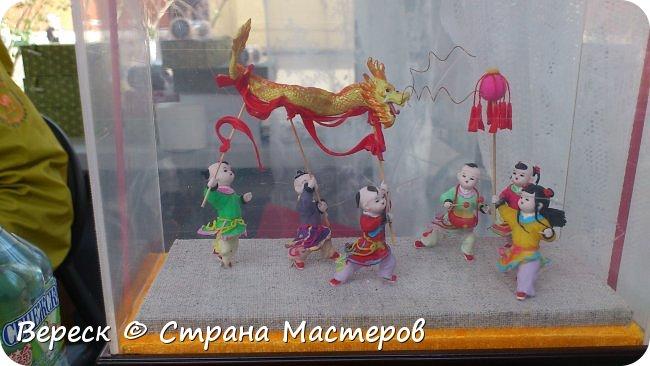 В Москве завершился фестиваль .Который проходил с 15 по 18 июля 2017 года. Ярмарка в храме – традиционный вид китайских праздничных мероприятий, зародившийся в процессе историко-культурного развития страны и являющийся одним из символов культуры, насчитывающий 2600 лет – наиболее раннее упоминание в письменных источниках датируется временами династии Чжоу. фото 16