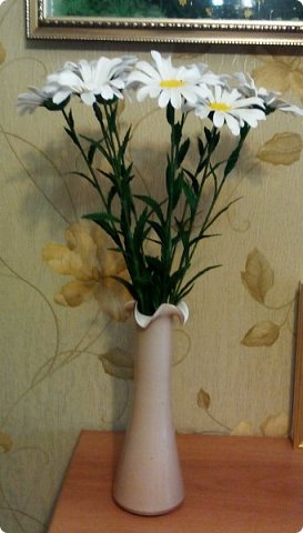 Добрый день, всем жителям и гостям Страны Мастеров!  Ромашки делала на день рождение кумы. Она очень любит ромашки, а в это время у нас они уже отцветают.  фото 5