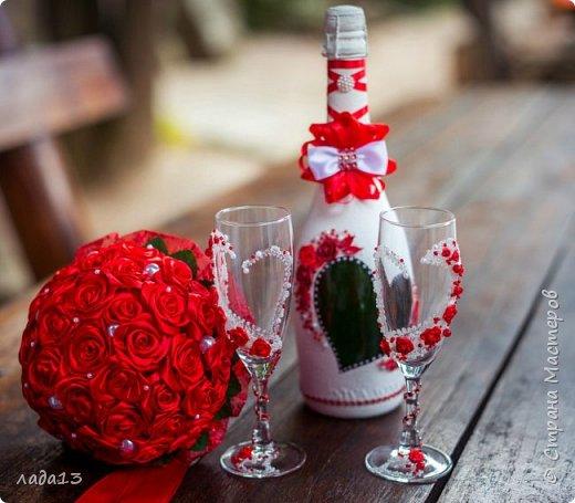 Здравствуйте дорогие мои!В прошлом году была у нас свадьба дочери,а в начале подготовка к ней.Сделаны бокалы ,бутылки для стола и прогулки и понеслось.... фото 1