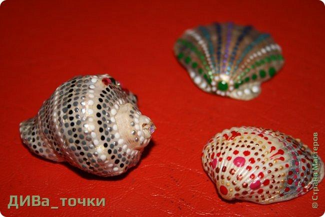 Доброго всем дня.  Очень распространена роспись морской гладкой гальки, но можно ведь расписывать и ракушки, создавать из них композиции. Вот это я и хочу вам показать. Это может сделать каждый.     фото 1