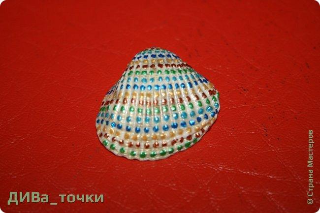 Доброго всем дня.  Очень распространена роспись морской гладкой гальки, но можно ведь расписывать и ракушки, создавать из них композиции. Вот это я и хочу вам показать. Это может сделать каждый.     фото 7