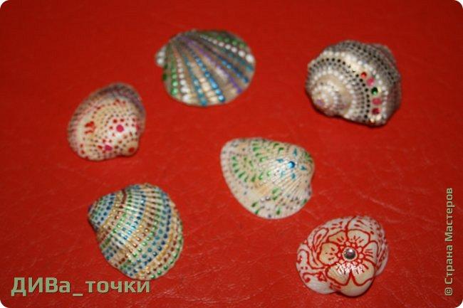Доброго всем дня.  Очень распространена роспись морской гладкой гальки, но можно ведь расписывать и ракушки, создавать из них композиции. Вот это я и хочу вам показать. Это может сделать каждый.     фото 14