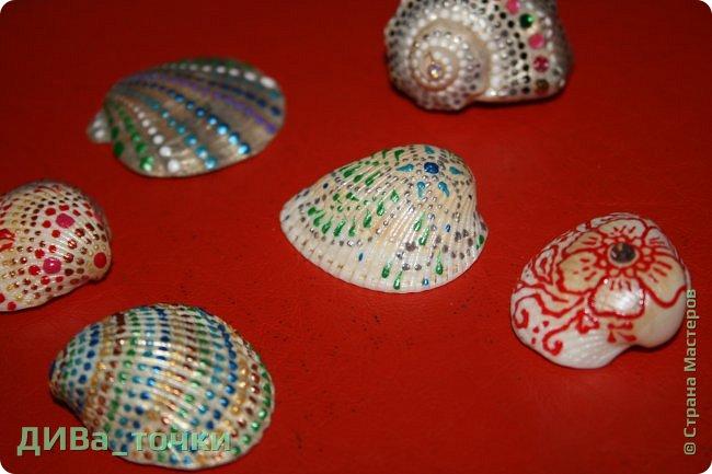 Доброго всем дня.  Очень распространена роспись морской гладкой гальки, но можно ведь расписывать и ракушки, создавать из них композиции. Вот это я и хочу вам показать. Это может сделать каждый.     фото 15