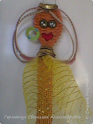 Из плетеной ложки получилась куколка - красавица фото 8