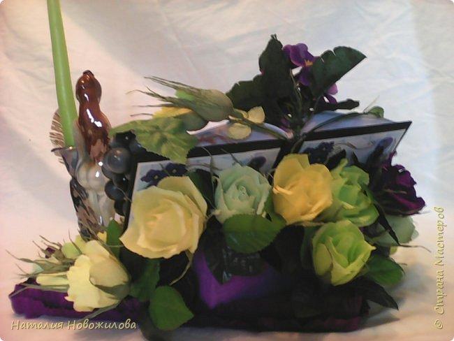 Снова заказ мужа для коллеги, пока он мой основной заказчик. Подарок на день рождения учителя русского и литературы, любимые цветы - фиалки, любимые цвета - желтый и зеленый. В результате вот , что у меня получилось, по моему в точку... фото 3