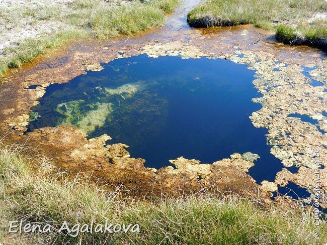 Хочу поделится впечатлениями от поездки в Йе́ллоустон (Yellowstone National Park)— международный биосферный заповедник, объект Всемирного Наследия ЮНЕСКО, первый в мире национальный парк (основан 1 марта 1872 года).  Находится в США, на территории штатов Вайоминг, Монтана и Айдахо.  Парк знаменит многочисленными гейзерами и другими геотермическими объектами, богатой живой природой, живописными ландшафтами.  ( взято из Википедии ) Мы останавливались в кемпингах в палатках. Парк произвел на нас огромное впечатление. Очень хочется поделится с вами красотой которую я увидела.  фото 20