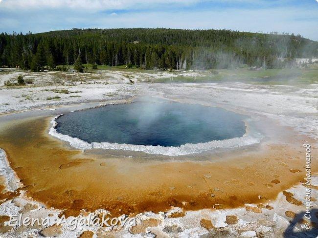 Хочу поделится впечатлениями от поездки в Йе́ллоустон (Yellowstone National Park)— международный биосферный заповедник, объект Всемирного Наследия ЮНЕСКО, первый в мире национальный парк (основан 1 марта 1872 года).  Находится в США, на территории штатов Вайоминг, Монтана и Айдахо.  Парк знаменит многочисленными гейзерами и другими геотермическими объектами, богатой живой природой, живописными ландшафтами.  ( взято из Википедии ) Мы останавливались в кемпингах в палатках. Парк произвел на нас огромное впечатление. Очень хочется поделится с вами красотой которую я увидела.  фото 18