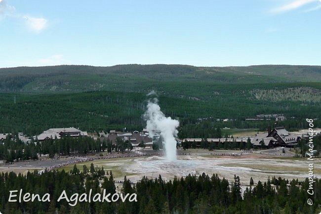 Хочу поделится впечатлениями от поездки в Йе́ллоустон (Yellowstone National Park)— международный биосферный заповедник, объект Всемирного Наследия ЮНЕСКО, первый в мире национальный парк (основан 1 марта 1872 года).  Находится в США, на территории штатов Вайоминг, Монтана и Айдахо.  Парк знаменит многочисленными гейзерами и другими геотермическими объектами, богатой живой природой, живописными ландшафтами.  ( взято из Википедии ) Мы останавливались в кемпингах в палатках. Парк произвел на нас огромное впечатление. Очень хочется поделится с вами красотой которую я увидела.  фото 2