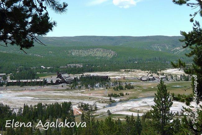 Хочу поделится впечатлениями от поездки в Йе́ллоустон (Yellowstone National Park)— международный биосферный заповедник, объект Всемирного Наследия ЮНЕСКО, первый в мире национальный парк (основан 1 марта 1872 года).  Находится в США, на территории штатов Вайоминг, Монтана и Айдахо.  Парк знаменит многочисленными гейзерами и другими геотермическими объектами, богатой живой природой, живописными ландшафтами.  ( взято из Википедии ) Мы останавливались в кемпингах в палатках. Парк произвел на нас огромное впечатление. Очень хочется поделится с вами красотой которую я увидела.  фото 3
