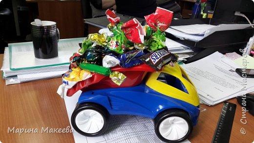 Любителям конфет, грузовиков и тех, кто живет надеждой, что и на их улице перевернется грузовик с конфетами фото 1