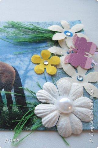 """Всем огромный приветик! Представляю вам АТС карточки """"Бегущие с ветром"""" Техника аппликация, фон  раскрасила акварельными красками (техника набрызг), приклеила картинки лошадей,  приклеила цветочки (подарочки мастериц), стразы, полубусины, блеск для ногтей (серебристый, синий, голубой, розовый, золотистый), сетка (белая, голубая), пряжа -травка, вата-снег, ракушки и камни.  Я должна АТС карточку мастерицам Полина К Мелоди  (Полина), Юля Самоделкина (Юля) и ИРИСКА 2012 (Ирина), прошу их выбирать первыми, если им понравиться. фото 12"""