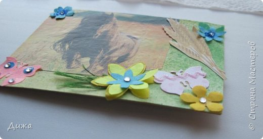 """Всем огромный приветик! Представляю вам АТС карточки """"Бегущие с ветром"""" Техника аппликация, фон  раскрасила акварельными красками (техника набрызг), приклеила картинки лошадей,  приклеила цветочки (подарочки мастериц), стразы, полубусины, блеск для ногтей (серебристый, синий, голубой, розовый, золотистый), сетка (белая, голубая), пряжа -травка, вата-снег, ракушки и камни.  Я должна АТС карточку мастерицам Полина К Мелоди  (Полина), Юля Самоделкина (Юля) и ИРИСКА 2012 (Ирина), прошу их выбирать первыми, если им понравиться. фото 14"""