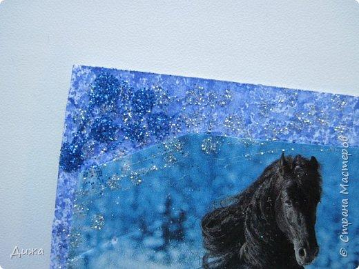 """Всем огромный приветик! Представляю вам АТС карточки """"Бегущие с ветром"""" Техника аппликация, фон  раскрасила акварельными красками (техника набрызг), приклеила картинки лошадей,  приклеила цветочки (подарочки мастериц), стразы, полубусины, блеск для ногтей (серебристый, синий, голубой, розовый, золотистый), сетка (белая, голубая), пряжа -травка, вата-снег, ракушки и камни.  Я должна АТС карточку мастерицам Полина К Мелоди  (Полина), Юля Самоделкина (Юля) и ИРИСКА 2012 (Ирина), прошу их выбирать первыми, если им понравиться. фото 6"""