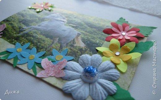 """Всем огромный приветик! Представляю вам АТС карточки """"Бегущие с ветром"""" Техника аппликация, фон  раскрасила акварельными красками (техника набрызг), приклеила картинки лошадей,  приклеила цветочки (подарочки мастериц), стразы, полубусины, блеск для ногтей (серебристый, синий, голубой, розовый, золотистый), сетка (белая, голубая), пряжа -травка, вата-снег, ракушки и камни.  Я должна АТС карточку мастерицам Полина К Мелоди  (Полина), Юля Самоделкина (Юля) и ИРИСКА 2012 (Ирина), прошу их выбирать первыми, если им понравиться. фото 8"""