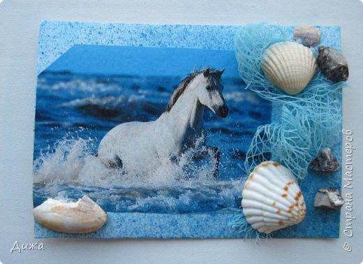 """Всем огромный приветик! Представляю вам АТС карточки """"Бегущие с ветром"""" Техника аппликация, фон  раскрасила акварельными красками (техника набрызг), приклеила картинки лошадей,  приклеила цветочки (подарочки мастериц), стразы, полубусины, блеск для ногтей (серебристый, синий, голубой, розовый, золотистый), сетка (белая, голубая), пряжа -травка, вата-снег, ракушки и камни.  Я должна АТС карточку мастерицам Полина К Мелоди  (Полина), Юля Самоделкина (Юля) и ИРИСКА 2012 (Ирина), прошу их выбирать первыми, если им понравиться. фото 9"""
