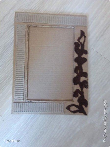 Вот такую фоторамку я сделала , работать с картоном очень понравилось, буду ещё пробовать) фото 1