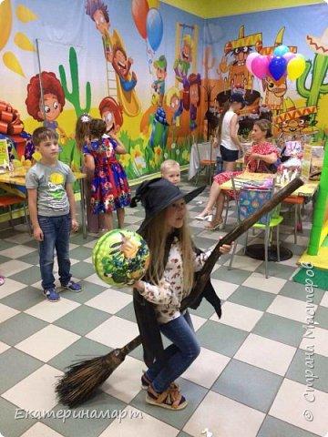 Дочь пригласили на день рождения =) ну и по традиции, мама вяжет подарок =)  фото 9