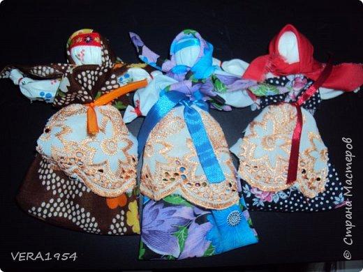 """Добрый вечер, друзья!   Закончив весной курсы """"Кукольный хоровод"""" замечательного педагога Елены Крошко, на каникулах увлеклись с детьми народными куколками.Решили, что и у детей, со временем, будет хорощая коллекция народных кукол.  Куколка Краса.  фото 9"""