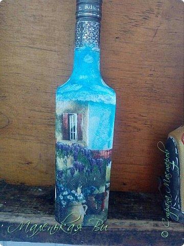 Решила попробовать задекупажить бутылочки и вот, что из этого вышло. Последняя, недавно закончила, в хомячьих запасах много разных бусинок,ленточек и бабочек немного было, ну и вот все воплотила в одну задумку.  фото 3