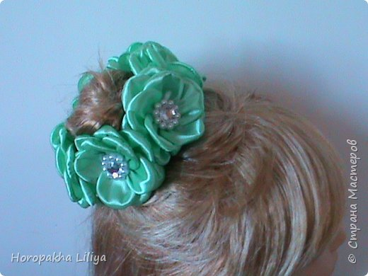 Резиночка на пучек волос с цветами канзаши фото 1