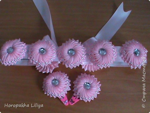 Поясок и заколочки с цветами канзаши для наших маленьких принцесс фото 2