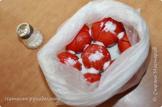 Добрый день, Страна Мастеров! На грядках поспели помидоры и пора уже их готовить.  Сегодня я решила сделать малосольные помидоры в пакете за одни сутки. Рецепт внизу. Завтра добавлю фото готовых помидоров на тарелочке, а пока только то что есть - в пакете. фото 12