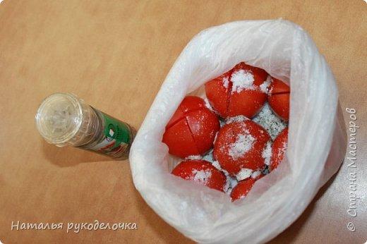 Добрый день, Страна Мастеров! На грядках поспели помидоры и пора уже их готовить.  Сегодня я решила сделать малосольные помидоры в пакете за одни сутки. Рецепт внизу. Завтра добавлю фото готовых помидоров на тарелочке, а пока только то что есть - в пакете. фото 14