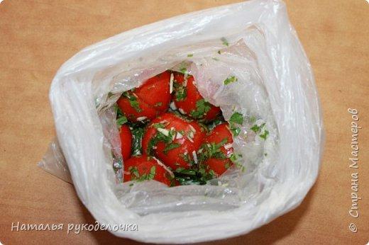 Добрый день, Страна Мастеров! На грядках поспели помидоры и пора уже их готовить.  Сегодня я решила сделать малосольные помидоры в пакете за одни сутки. Рецепт внизу. фото 17