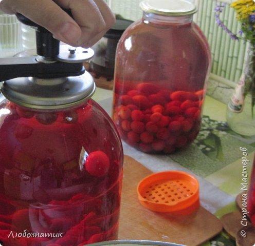 Здравствуйте мои дорогие! Всех очень рада видеть на своей страничке!!!  Сегодня хочу вам рассказать, как я варю компот (заготовка на зиму) из ягод черешни. Пользуюсь этим рецептом давно и варила из разных ягод, результатом довольна :-) Компот получается не очень сладким и вкусным. Легко пьется и не требуется дополнительное разведение водой. фото 13