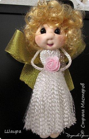 Кукла 22 см.  Голова и ножки из капрона, тело пряжа-нитки, ручки на проволоке, волосы искусственные, глаза-полубусины. Может самостоятельно сидеть.  фото 1
