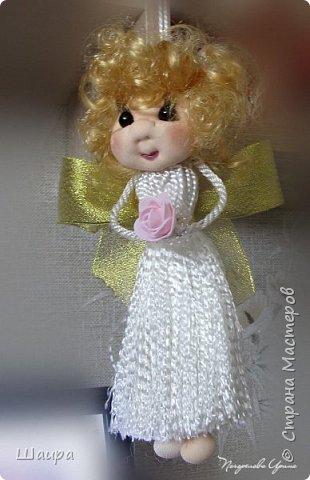 Кукла 22 см.  Голова и ножки из капрона, тело пряжа-нитки, ручки на проволоке, волосы искусственные, глаза-полубусины. Может самостоятельно сидеть.  фото 5