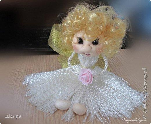 Кукла 22 см.  Голова и ножки из капрона, тело пряжа-нитки, ручки на проволоке, волосы искусственные, глаза-полубусины. Может самостоятельно сидеть.  фото 6