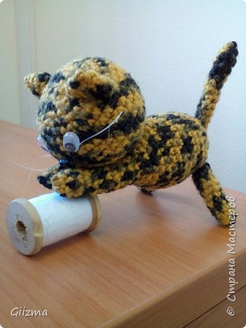 Здравствуйте! У меня новый малыш, котенок Неко. МК нашла в Инете в свободном доступе, насколько поняла, автор - Little Bear Crochets. Не знаю, кто это, поскольку МК нашла уже переведенным, но спасибо автору!  Нашла здесь: (бесплатный ресурс) http://www.amigurumi-shemy.ru/2016/10/kotik-amigurumi-neko-atsume.html фото 4