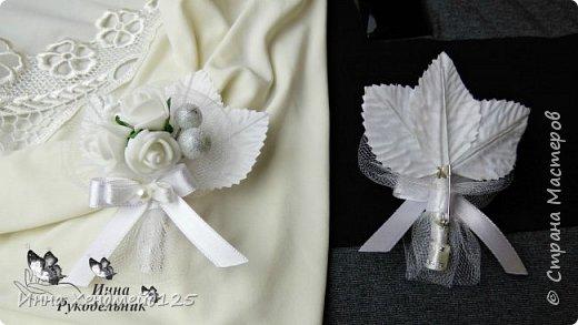 Свадебные бутоньерки для жениха и невесты. Материалы: розочки, листики, калина в сахаре, клей, ленты,  флористическая лента, нитка, шпилька, тычинки, фатин, полубусина. фото 2