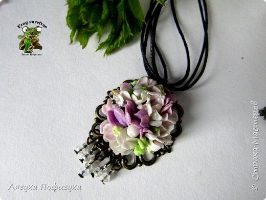 Подвеска, кольцо и серьги с мелкими цветочками сиреневых оттенков, украшено натуральными самоцветами. фото 2