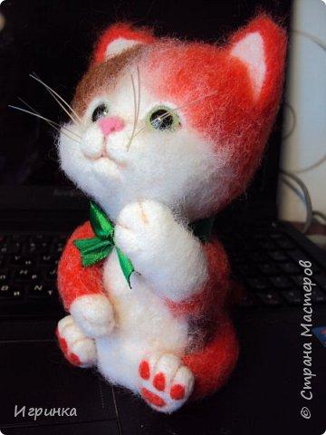 """Доброго дня всем! """"А у нас сегодня кошка родила вчера котят, котята выросли немножко, но есть из блюдца не хотят..."""" Ну конечно же, они ведь игрушки валяные! фото 3"""