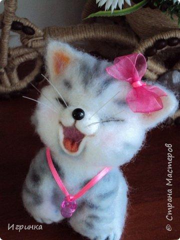 """Доброго дня всем! """"А у нас сегодня кошка родила вчера котят, котята выросли немножко, но есть из блюдца не хотят..."""" Ну конечно же, они ведь игрушки валяные! фото 7"""