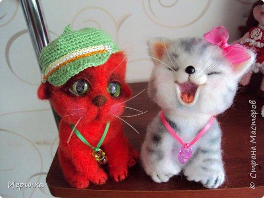 """Доброго дня всем! """"А у нас сегодня кошка родила вчера котят, котята выросли немножко, но есть из блюдца не хотят..."""" Ну конечно же, они ведь игрушки валяные! фото 1"""