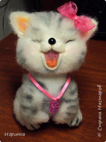 """Доброго дня всем! """"А у нас сегодня кошка родила вчера котят, котята выросли немножко, но есть из блюдца не хотят..."""" Ну конечно же, они ведь игрушки валяные! фото 6"""