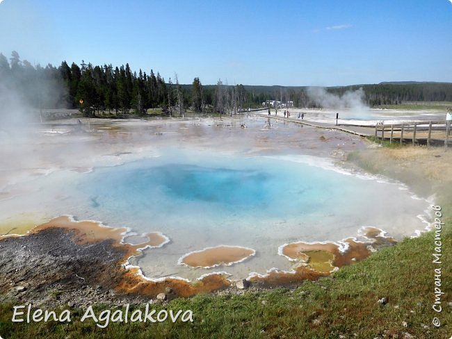 Продолжаю делится впечатлениями от поездки в Йе́ллоустон (Yellowstone National Park)— международный биосферный заповедник, объект Всемирного Наследия ЮНЕСКО, первый в мире национальный парк (основан 1 марта 1872 года). Находится в США, на территории штатов Вайоминг, Монтана и Айдахо. Парк знаменит многочисленными гейзерами и другими геотермическими объектами, богатой живой природой, живописными ландшафтами. ( взято из Википедии ) Мы останавливались в кемпингах в палатках. Парк произвел на нас огромное впечатление. Очень хочется поделится с вами красотой которую я увидела.  В один фоторепортаж трудно вместить все увиденное.  фото 1