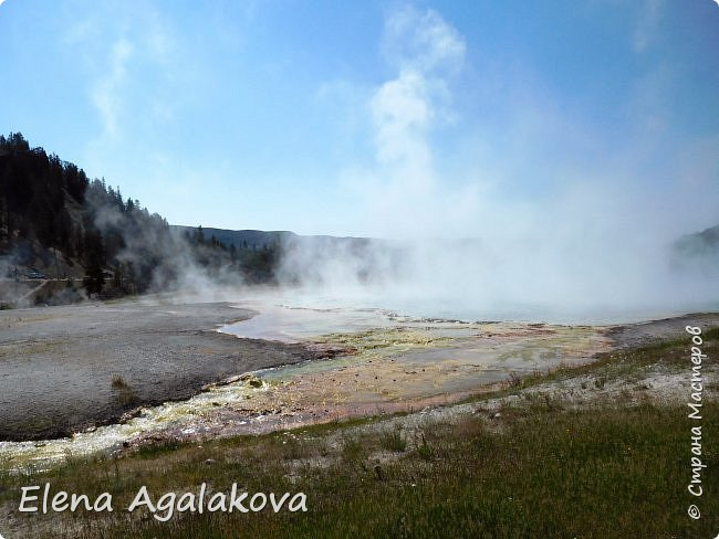 Продолжаю делится впечатлениями от поездки в Йе́ллоустон (Yellowstone National Park)— международный биосферный заповедник, объект Всемирного Наследия ЮНЕСКО, первый в мире национальный парк (основан 1 марта 1872 года). Находится в США, на территории штатов Вайоминг, Монтана и Айдахо. Парк знаменит многочисленными гейзерами и другими геотермическими объектами, богатой живой природой, живописными ландшафтами. ( взято из Википедии ) Мы останавливались в кемпингах в палатках. Парк произвел на нас огромное впечатление. Очень хочется поделится с вами красотой которую я увидела.  В один фоторепортаж трудно вместить все увиденное.  фото 11