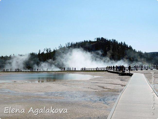 Продолжаю делится впечатлениями от поездки в Йе́ллоустон (Yellowstone National Park)— международный биосферный заповедник, объект Всемирного Наследия ЮНЕСКО, первый в мире национальный парк (основан 1 марта 1872 года). Находится в США, на территории штатов Вайоминг, Монтана и Айдахо. Парк знаменит многочисленными гейзерами и другими геотермическими объектами, богатой живой природой, живописными ландшафтами. ( взято из Википедии ) Мы останавливались в кемпингах в палатках. Парк произвел на нас огромное впечатление. Очень хочется поделится с вами красотой которую я увидела.  В один фоторепортаж трудно вместить все увиденное.  фото 17