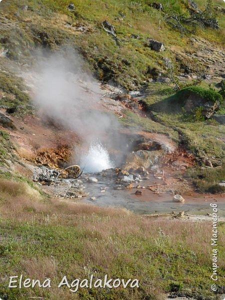 Продолжаю делится впечатлениями от поездки в Йе́ллоустон (Yellowstone National Park)— международный биосферный заповедник, объект Всемирного Наследия ЮНЕСКО, первый в мире национальный парк (основан 1 марта 1872 года). Находится в США, на территории штатов Вайоминг, Монтана и Айдахо. Парк знаменит многочисленными гейзерами и другими геотермическими объектами, богатой живой природой, живописными ландшафтами. ( взято из Википедии ) Мы останавливались в кемпингах в палатках. Парк произвел на нас огромное впечатление. Очень хочется поделится с вами красотой которую я увидела.  В один фоторепортаж трудно вместить все увиденное.  фото 34