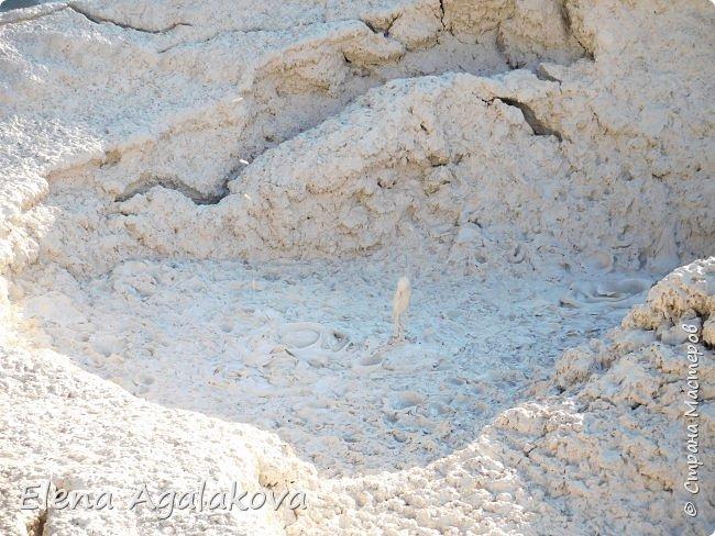 Продолжаю делится впечатлениями от поездки в Йе́ллоустон (Yellowstone National Park)— международный биосферный заповедник, объект Всемирного Наследия ЮНЕСКО, первый в мире национальный парк (основан 1 марта 1872 года). Находится в США, на территории штатов Вайоминг, Монтана и Айдахо. Парк знаменит многочисленными гейзерами и другими геотермическими объектами, богатой живой природой, живописными ландшафтами. ( взято из Википедии ) Мы останавливались в кемпингах в палатках. Парк произвел на нас огромное впечатление. Очень хочется поделится с вами красотой которую я увидела.  В один фоторепортаж трудно вместить все увиденное.  фото 39