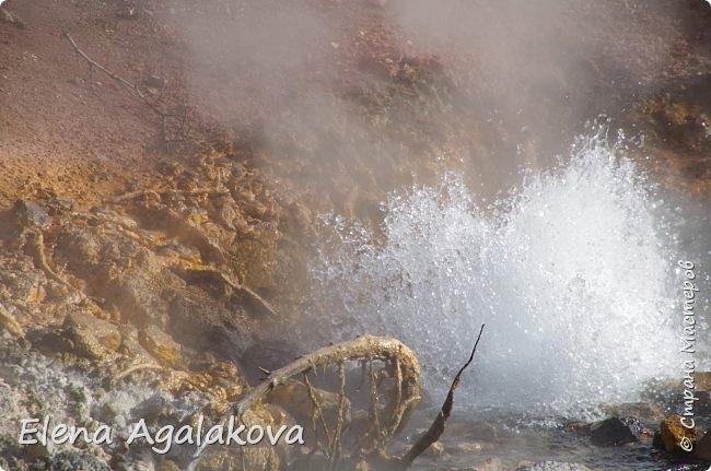 Продолжаю делится впечатлениями от поездки в Йе́ллоустон (Yellowstone National Park)— международный биосферный заповедник, объект Всемирного Наследия ЮНЕСКО, первый в мире национальный парк (основан 1 марта 1872 года). Находится в США, на территории штатов Вайоминг, Монтана и Айдахо. Парк знаменит многочисленными гейзерами и другими геотермическими объектами, богатой живой природой, живописными ландшафтами. ( взято из Википедии ) Мы останавливались в кемпингах в палатках. Парк произвел на нас огромное впечатление. Очень хочется поделится с вами красотой которую я увидела.  В один фоторепортаж трудно вместить все увиденное.  фото 35
