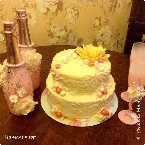 Попросили сделать в подарок свадебный торт, вот примерно такой вот получился фото 1